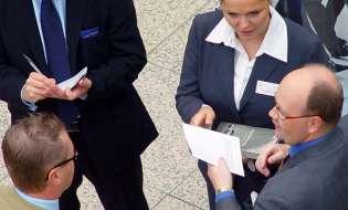 """Czołowi menadżerowie zarabiają """"tylko"""" 154.000 euro miesięcznie"""