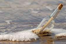 Polska: Morze wyrzuciło butelkę z listem. Jego treść łamie serce